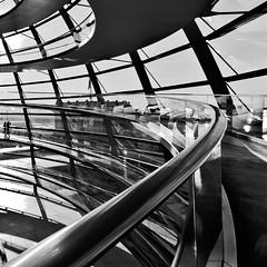 Bundestag [IV] (alfonstr) Tags: sky blackandwhite berlin men blancoynegro home architecture backlight canon germany contraluz square arquitectura sitting cel bn reichstag cielo 7d sentado alemania bundestag hombre 1022 contrallum quadrat parlamento alfons cúpula alemán cuadrado 2011 seleccionar alfonstr mcrost