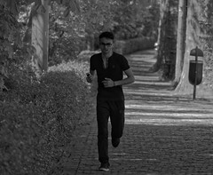 Jogging (p.franche malade -sick) Tags: park brussels blackandwhite man tree blanco monochrome spring europe belgium belgique noiretblanc negro bruxelles panasonic dxo jogging runner brussel zwart wit arbre parc printemps hdr schaarbeek schaerbeek homme  courreur belge schwarzweis mustavalkoinen inbiancoenero svartochvitt flickrelite parcjosaphat josaphatpark  bestofbw fz200  pascalfranche pfranche skancheli