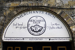Merchant`s Arch, Dublin 2. (piktaker) Tags: ireland dublin bar pub inn eire tavern pubsign roi innsign publichouse republicofireland merchantsarch