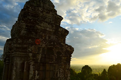 AK_PhnomBakheng_07 (chiang_benjamin) Tags: sunset tower temple ruins cambodia religion angkorwat phnombakheng