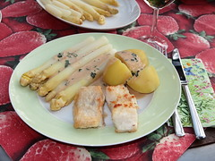Steinbeißer mit Estragonsoße zu Spargel und Salzkartoffeln (multipel_bleiben) Tags: essen fisch gemüse spargel sose zugastbeifreunden