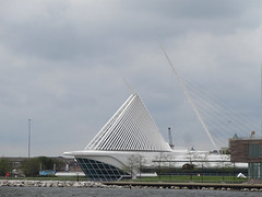 Milwaukee Art Museum (ensign_beedrill) Tags: lakes lakemichigan greatlakes milwaukeeartmuseum milwaukeetrip2016