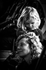 Finding your way in mothers hair (Hans Dethmers) Tags: blackandwhite playing monochrome hair flickr fuji child zwartwit mother kind moeder spelen haar hansdethmers