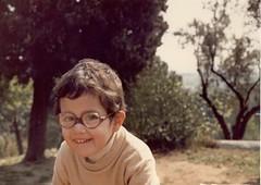 Little girl, Barcelona 1981 (heraldeixample) Tags: barcelona espaa spain bcn catalonia nia catalunya years nena catalua catalogna espanya catalogne girl little 3 old anos aos albertdelahoz ans heraldeixample anys