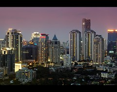 Architectual Mishmash | Bangkok Downtown at Dusk (I Prahin | www.southeastasia-images.com) Tags: city architecture thailand downtown skyscrapers dusk bangkok highrise metropolis hsbc sathorn banyantreehotel tisco sathornroad financialarea soisuanplu sathornsoi3 baanpiyasathorn sathorngarden sommersetsoisuanplu marriottsathorn frasersuitesathoron urbanasathorn qhousesathorn
