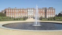 Sir Christopher Wren extension of Hampton Court Palace (tedesco57) Tags: uk england gardens court gate christopher palace surrey sundial wren extension hampton sir sonnenuhr privy tompion