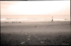 - loneliness time - (swaily ◘ Claudio Parente) Tags: nikon poetry mare bn poesia spiaggia biancoenero abruzzo d300 nikond300 claudioparente swaily saariysqualitypictures bestcapturesaoi blinkagain