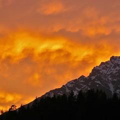 Fuego en los Alpes!    Fire in the Alps! (nuska2008) Tags: naturaleza mountains color nature clouds alpes atardecer fire austria europa tramonto sunsets cielo nubes puestadesol fuego ocaso magicmoments montañas montains salzburgo cielorojo seleccionar ramseiden nuska2008 olympussz30mr nanebotas