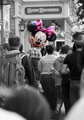 Disney Land Paris (precision-photo) Tags: pink kids mouse balloon disney minnie selectivecolour
