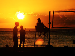 Volleyball, Hawaiian Style at Waikiki Beach (` Toshio ') Tags: ocean sunset people sun net silhouette clouds hawaii waves silhouettes volleyball waikikibeach sunspot aloha toshio pacfici