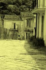 La via per la piazza (Little Margie) Tags: campania case 1980 benevento rovine vicoli desolazione paese terremoto apicevecchia