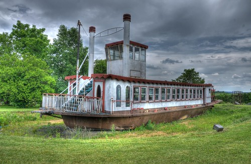 Dry land riverboat