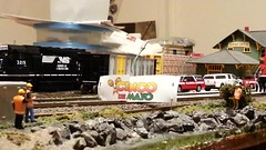 Happy Cinco De Mayo (Trains By Perry) Tags: up unionpacific ho cincodemayo hoscale emd sd70m sd70ace flaredradiator runthroughtrains