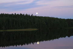 Summer Solstice and Full Moon_2016_06_20_0020 (FarmerJohnn) Tags: cloud moon lake reflection water night clouds canon suomi finland july calm fullmoon solstice silence midnight moonlight vesi kuu summersolstice y laukaa jrvi pilvi junemoon keskuu keskinen tyyni kespivnseisaus keskiy kuutamo valkola vedenpinta hiljaisuus tysikuu lakesurface canon7d heijatus anttospohja juhanianttonen canonef1635l28iiusmonev24105l40isusm