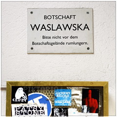 Botschaft Wazlawska (PIKTORIO) Tags: berlin sign kreuzberg germany fake embassy typo hangout rumlungern piktorio