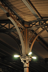 La Villette - 5 (jmvnoos in Paris) Tags: light paris france lamp metal night lights lampe grande nikon lumire steel nights lamps nuit parc halle mtal villette lumires fer parcdelavillette lampes d300 acier charpente nuits charpentes jmvnoos