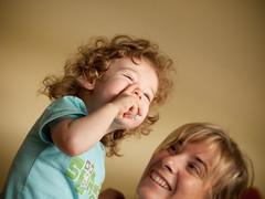 Risas (aidafis) Tags: smile mujer leo mamá carlos sonrisa rizos león rubios hijo chupete señora madreehijo cctrilla olympuse520 aidafis