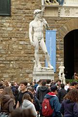 Firenze Palazzo Vecchio David (Copy) (fotofrysk) Tags: italy holiday david florence crowd tuscany firenze toscana michelangelo palazzo copy vecchio piazzadellasignoria davidstatue nikond200 april2012