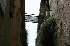 La passerella (Little Margie) Tags: campania case 1980 benevento rovine vicoli desolazione paese terremoto apicevecchia