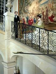 Восковые фигуры. Время от времени их меняют, представляя картины разных исторических времён. А вот зато на стене роскошный фламандский гобелен (Tiigra) Tags: 2010 france architecture castle funorinterest lattice museum painting stairs манекен object art