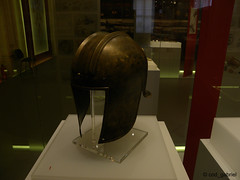 "Early Iron Age Greek-Illyrian helmet temporarily exhibited in the National History Museum of Romania in Bucharest as part of ""Romania's Ancient Gold & Silver"" temporary exhibition (cod_gabriel) Tags: museum greek helmet romania bucharest bucuresti coif bukarest roumanie nationalhistorymuseum boekarest bucarest muzeu romnia timioara bucureti illyrian timi bucareste nationalhistorymuseumofromania banatmuseum muzeulnaionaldeistoriearomniei muzeulbanatului museumofbanat muzeulnaionaldeistorie aurulsiargintulanticalromniei gvojdia expoziietemporar romaniasancientgoldsilver greekillyrian"