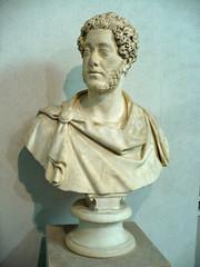 Rome090211-29m (LecteurPL) Tags: sculpture rome italie commode documents buste