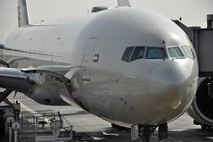 Turnaround: EY0083 AUH-FCO (A380spotter) Tags: turnaround trepelairportequipmentgmbh scissorlift loadertransporter loader loading forwardcargodoor boeing 777 300er a6eta  etihad etihadairways etd ey ey0083 auhfco terminal3 three abudhabiairportscompanyadac  abudhabiinternationalairport omaa auh  dawlatalimrtalarabyahalmuttaidah unitedarabemirates uae