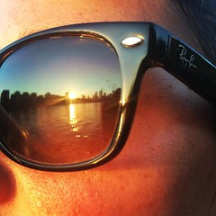 #frankfurt #ffm #frankfurtammeer #main #mainufer #rayban #skyline #sonne #sun #sonnenuntergang #sunset #sunshine #hessen #germany (Andr Revuelto) Tags: citylights city skyline sunset sunshine sun sonne sonnenuntergang ffm main frankfurtammain frankfurt instagramapp square squareformat iphoneography lofi