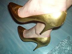 2355 (grandmacaon) Tags: pumps highheels stilettos lowcut talonsaiguille escarpins sexyheels hautstalons toescleavage