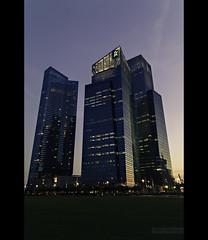 Singap' skyscrapers (ar3ku) Tags: voyage city travel family famille light sunset black frames singapore asia skyscrapers lumire malaysia asie reflets ville bandes coucherdesoleil 2012 malaisie singapoure noires grattesciel tamron1750f28 pentaxk7