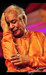 """Dance is the hidden language of the soul""  ― Martha Graham (SanaSohoni) Tags: dance nikon indian classical pune sana maharaj kathak d90 dagdusheth birju panditbirjumaharaj birjumaharaj halwai kathakdance sanasohoni"