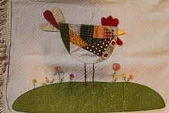 De pertinho... (ceciliamezzomo) Tags: chicken table galinha stitch handmade country patchwork hen runner mesa bordado trilho