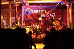Odwalla @ La fabbrica del jazz (Xalira) Tags: world music del 22 21 percussion jazz senegal 20 aprile odwalla 2012 vicenza conte fabbrica schio lanificio