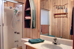 Upper Bathroom (J Tee) Tags: imperial 390