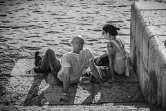 Pepe Reyes160513-037 (Pepe Reyes (jorego)) Tags: muelle mar pareja streetphotography bn sentado 2016 fotografacallejera muelleuno