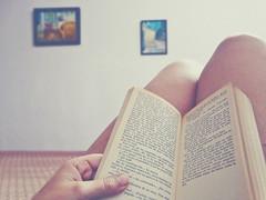 Si me pierdo... ([Mara JPM]) Tags: book hand room cotidiano libro mano habitacin lectura
