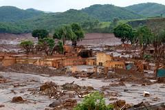 RA-BentoRodrigues-20151119-2.jpg (marighellapublico) Tags: vale mg barragem lama mariana desastre meioambiente tragdia minerao samarco tvsenado mineradora