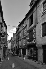 Blois (Michu_I) Tags: city blackandwhite bw france architecture blois miasto architektura francja hccity