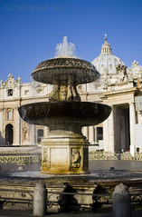 "Piazza San Pietro, fontana • <a style=""font-size:0.8em;"" href=""http://www.flickr.com/photos/89679026@N00/6878386928/"" target=""_blank"">View on Flickr</a>"