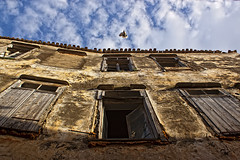 Rethmno, old town: abandoned building (Theophilos) Tags: sky building abandoned pigeon crete oldtown rethymno       windowds