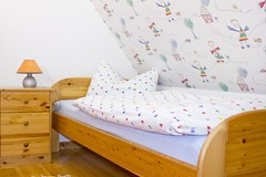 """Das Kinderzimmer ist direkt mit dem Elternschlafzimmer verbunden • <a style=""""font-size:0.8em;"""" href=""""https://www.flickr.com/photos/80468356@N07/7379434484/"""" target=""""_blank"""">View on Flickr</a>"""