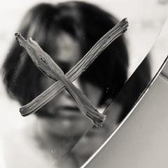 Annullarsi... (mariateresa toledo) Tags: x autoritratto specchio dsc005641