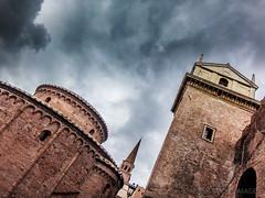La torre dell'Orologio el la chiesa rotonda - Mantova - Italy (Frank Smout) Tags: italy torre rotonda chiesa mantova orologio mantua torredellorologio chiesarotonda