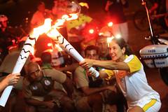 Revezamento da Tocha Olmpica (Ricardo Araujo Leite) Tags: 50mm olimpiadi tocha olimpada revezamento tochaolimpica tochaolmpica revezamentodatocha rio2016 olimpiadasdorio