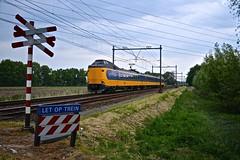 NS ICM 4046 te Stuifzand (Hoogeveen), 18-05-16 (Danil de Ruig) Tags: ns hoogeveen icm koploper spoorwegovergang andreaskruis onbewaakt
