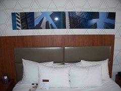 Double Tree by Hilton Hotel Metropolitan - New York City (Guenther Lutz) Tags: bed room pillow impact hotelroom