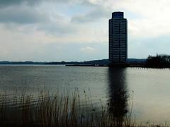 die Schlei in Schleswig (Sophia-Fatima) Tags: deutschland schleswigholstein hochhaus schleswig schlei nikonflickraward