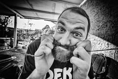 schnurschnorrito (Zesk MF) Tags: portrait man face beard big hands nikon expression candid sigma wideangle mann 8mm peple weitwinkel schnur schnorres zesk dekmantel