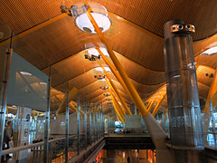 Madrid airport, 2016 (Barbara Chandler) Tags: madrid architecture airport modernist t4 richardrogers terminalfour