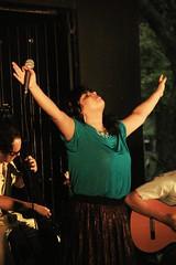 AVA 24 (Fernanda Tomaz) Tags: show music concert stage band artists artistas singer players instruments música palco cantora apresentação instrumentistas